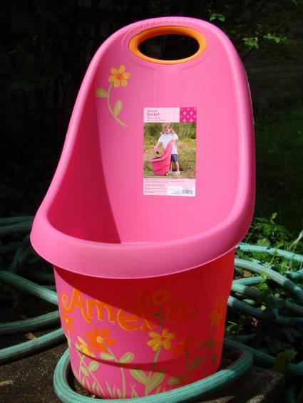 Bucket Amelia