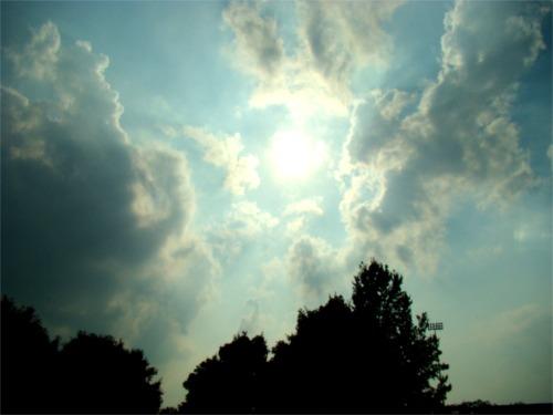 Cloud sun rays1