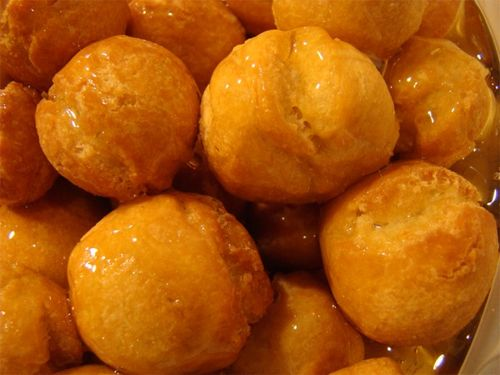 Struffoli with honey