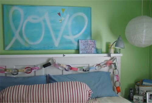 Paper chain bed