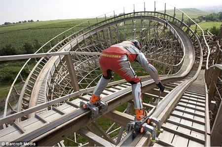Roller coaster skater
